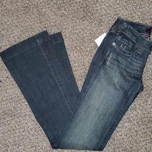 Refuge by Charlotte Russe jeans sz 1L.